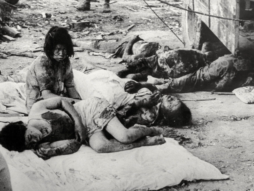 Раненные после взрыва. 10 августа 1945 г.