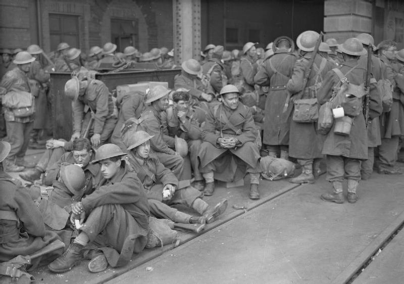 Эвакуированные солдаты на причале. Дувр, 31 мая 1940 г.