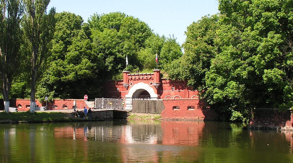 Канал и мост.
