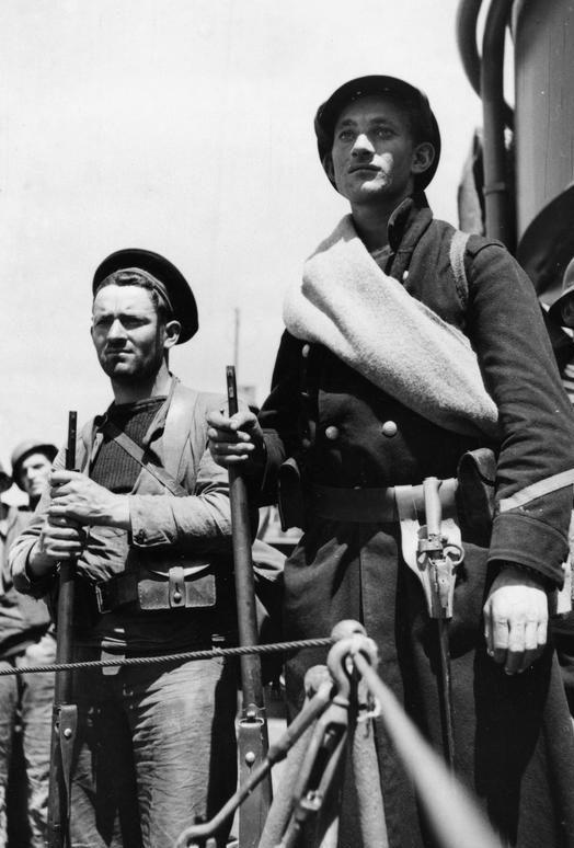 Французские войска на палубе эсминца во время эвакуации из Дюнкерка. 1 июня 1940 г.