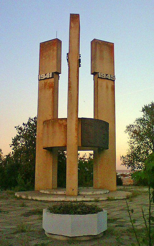 с. Борисовка Татарбунарского р-на. Памятник воинам, погибшим в годы войны.