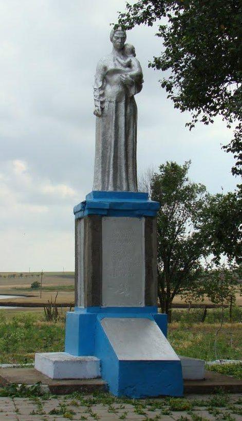 с. Желтый Яр Татарбунарского р-на. Памятник, установленный в 1967 году воинам-односельчанам, погибшим в годы войны.