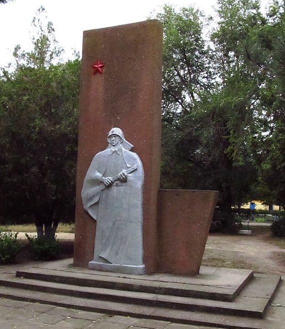 Тыльная сторона памятника.