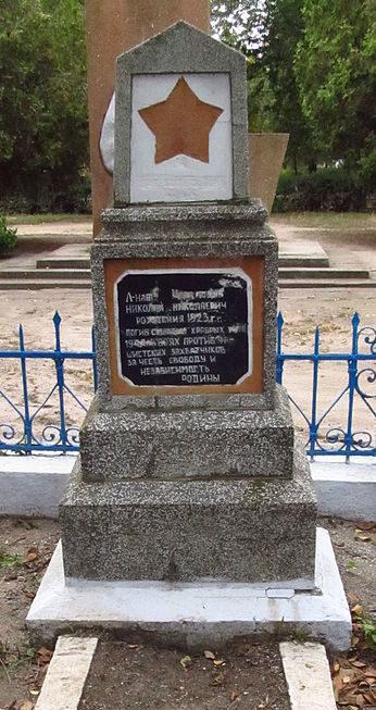 с. Тузли Татарбунарский р-на. Памятник на могиле лейтенанта Черданцева Н.Н., погибшего 22 августа 1944 года.