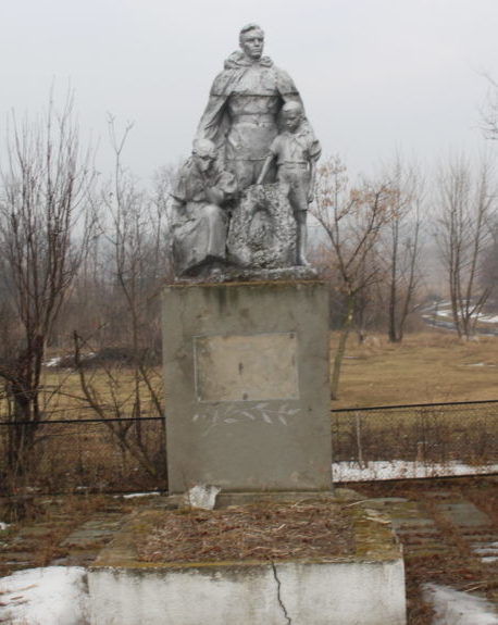 с. Новосветовка Ширяевского р-на. Памятник воинам, павшим в годы войны.