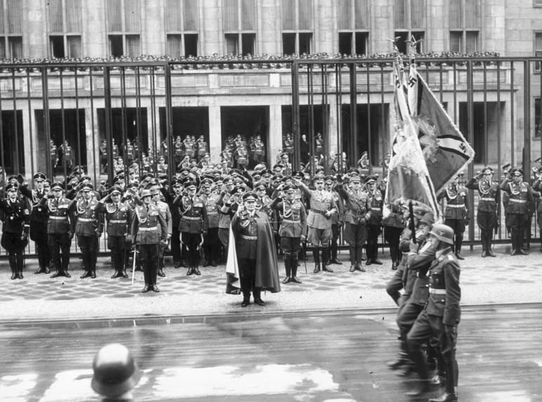 Герман Геринг на параде в день ВВС. 1938 г.