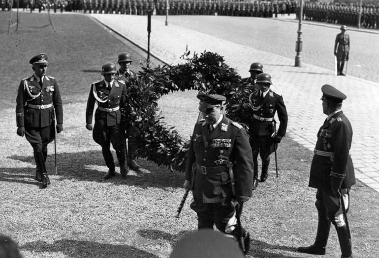 Герман Геринг на возложении венка павшим в Первой мировой войне. Вена. 1938 г.