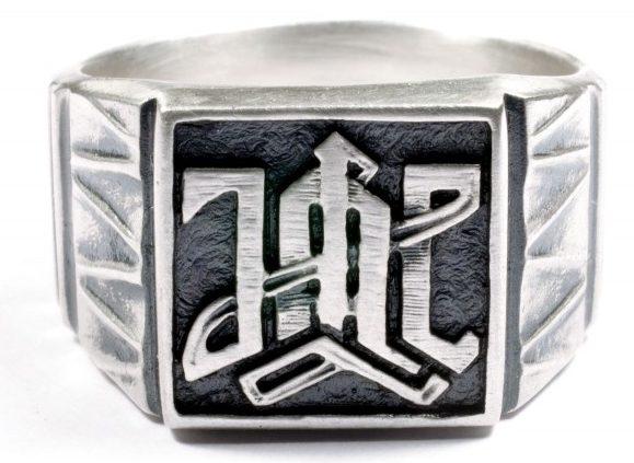 Перстни с эмблемой дивизии СС «Адольф Гитлер» изготовлено из серебра 835-ой пробы с применением чернения.
