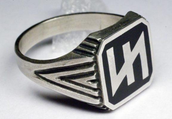 Перстни с изображением на щитке символа 2-й танковoй дивизии СС «Das Reich». Кольца изготовлены из серебра 835-ой пробы с применением черной горячей эмали.