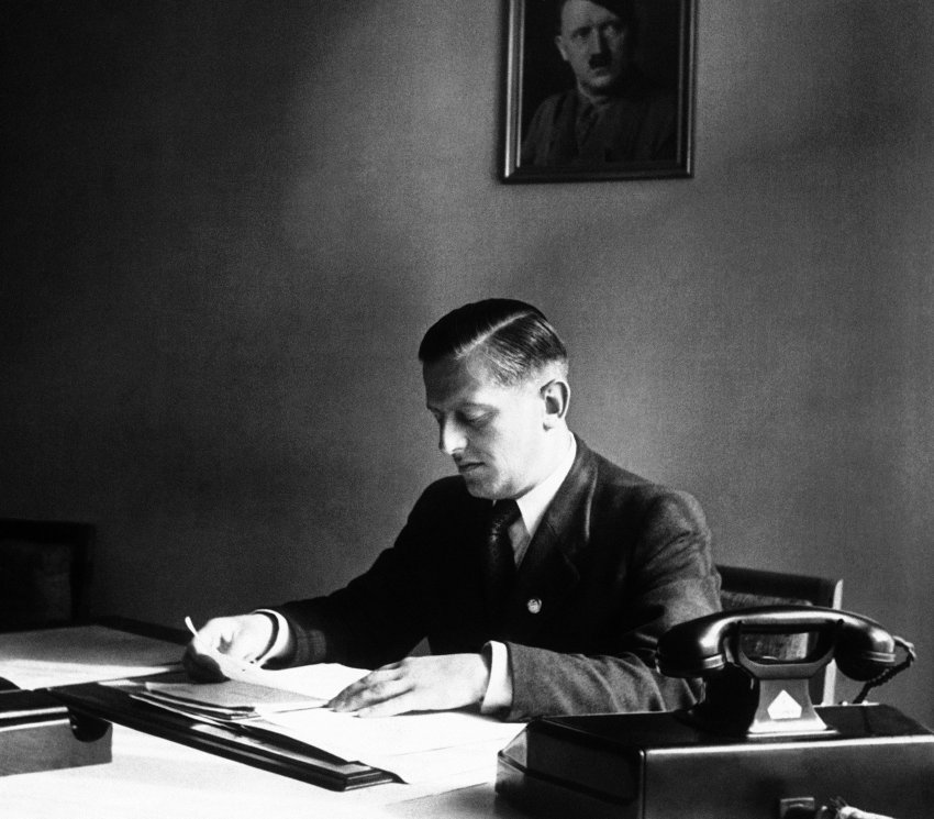 Отто Абец в посольстве Германии во Франции. Париж. 1940 г.