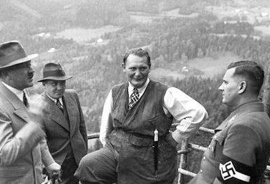 Мартин Борман, Герман Геринг и Адольф Гитлер. 1944 г.
