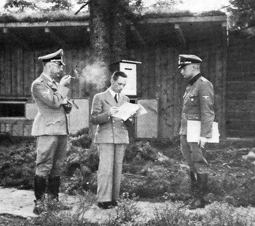 Йозеф Геббельс и Генрих Гиммлер. 1945 г.