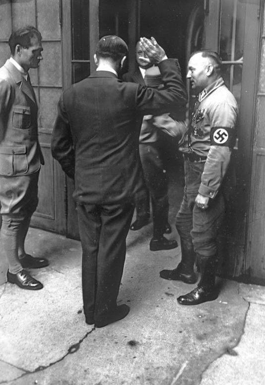 Рудольф Гесс и Адольф Гитлер. 1932 г.