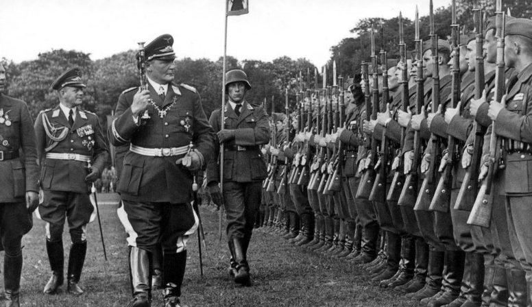 Герман Геринг производит смотр легиона «Кондор». 1939 г.