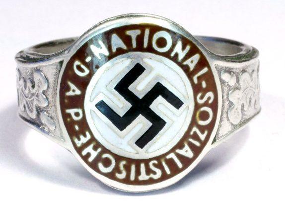 Памятный перстень члена НСДАП. Кольцо изготовлено из серебра 900-й пробы с применением цветной горячей эмали.