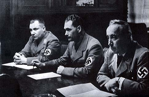 Мартин Борман, Рудольф Гесс и Роберт Лей Мартин Борман, Гесс и Лей. Судебная тройка. 1944 г.