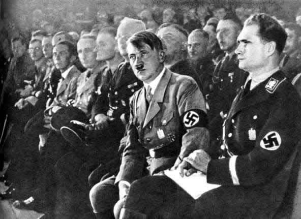 Рудольф Гесс и Адоль Гитлер на съезде НСДАП. Нюрнберг. 1933 г.