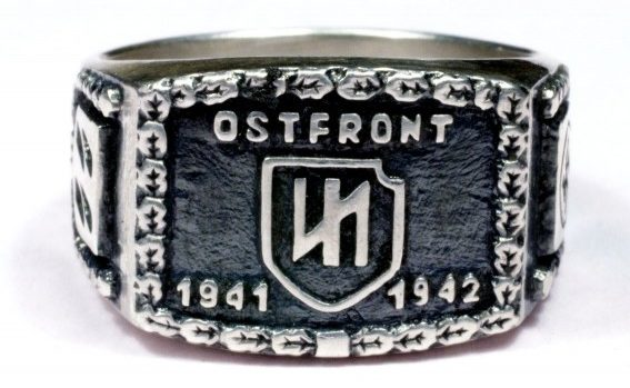 Памятный перстень дивизии СС «Das Reich» о военных действиях на Восточном фронте в 1941-1942 годах. Кольцо изготовлено из серебра 830-ой пробы с применением чернения.