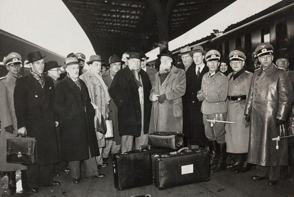 Отто Абец и французские художники перед поездкой в Германию. Париж. 1941 г.