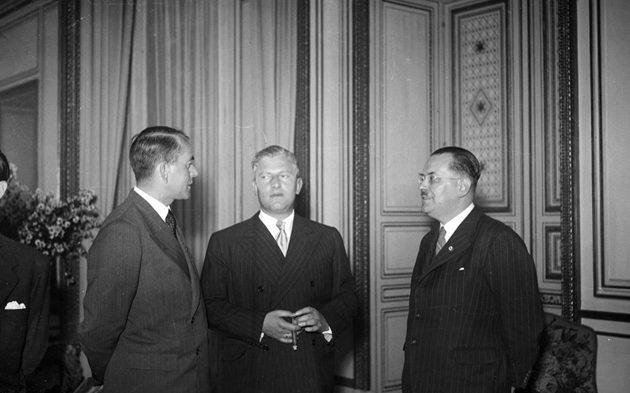 Отто Абец и Альберт Шпеер. Париж. 1941 г.