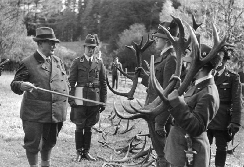 Герман Геринг с охотничьми трофеями. 1939 г.