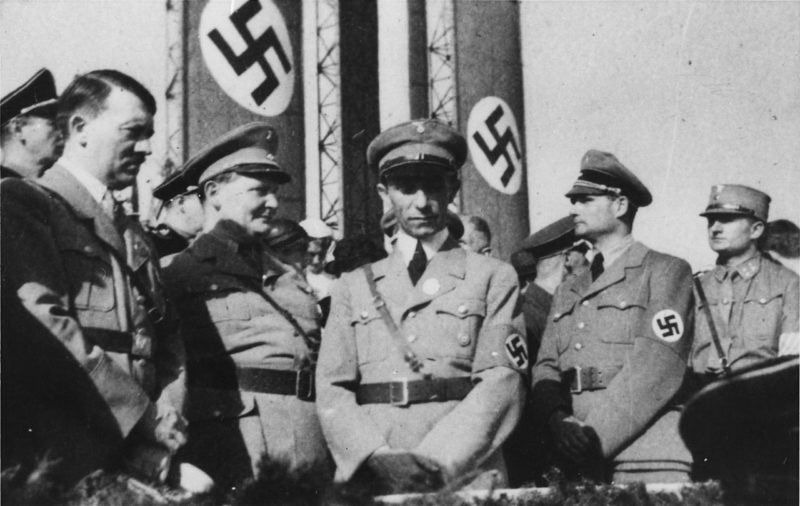 Рудольф Гесс, Адольф Гитлер, Герман Геринг, Генрих Геббельс. 1933 г.