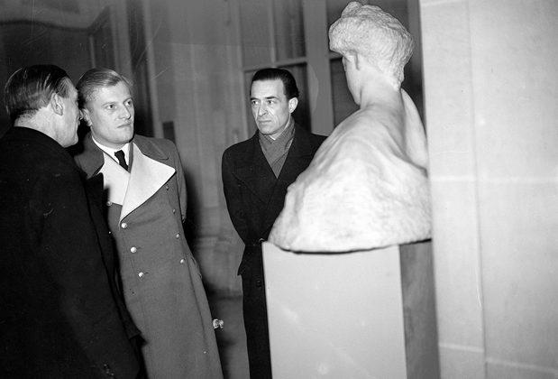 Отто Абец в музеи Родена. Париж. 1942 г.