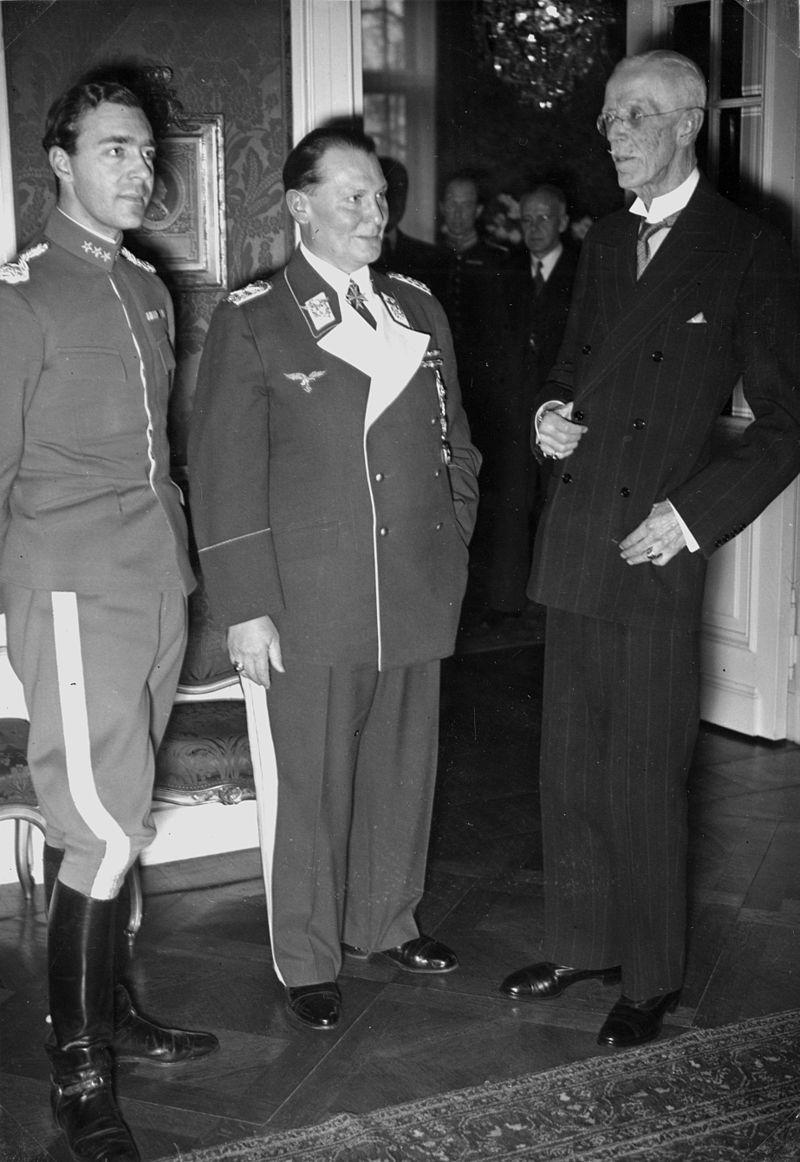 Герман Геринг, король Швеции Густав V и принц Швеции Адольф. 1939 г.