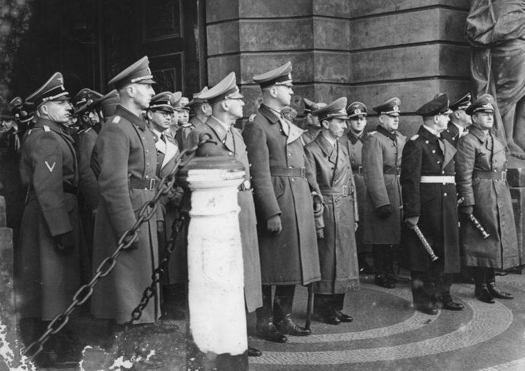Филипп Боулер на похоронах Райхенау. 1942 г.