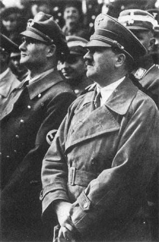 Рудольф Гесс и Адольф Гитлер. 1934 г.
