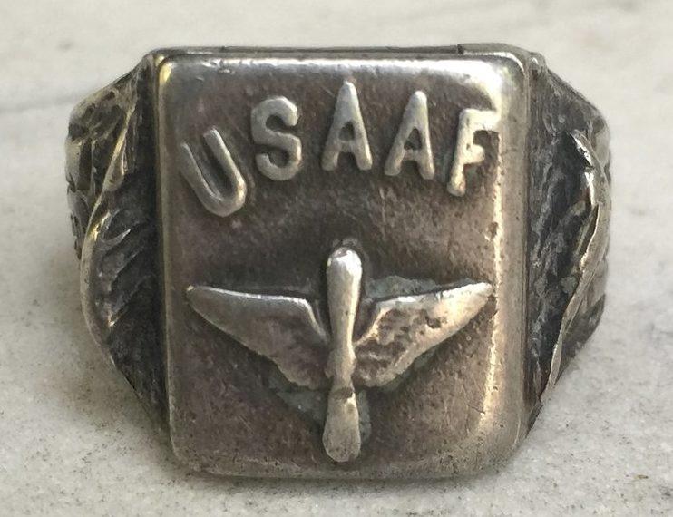 Серебряные кольца пилотов ВВС.