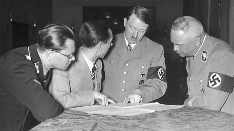 Филипп Боулер, Геббельс и Гитлер над картой. 1944 г.