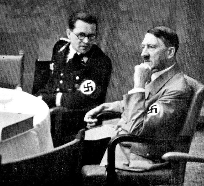 Филипп Боулер и Адольф Гитлер. 1945 г.