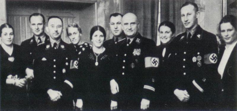 Рейнгард Гейдрих с коллегами. и Генрих Гиммлер 1937 г.
