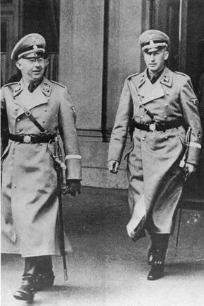 Рейнгард Гейдрих и Генрих Гиммлер. 1938 г.