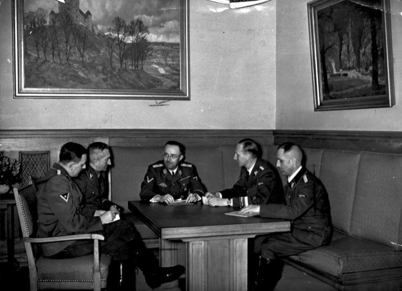 Рейнгард Гейдрих на совещании у Генриха Гиммлера. 1939 г.