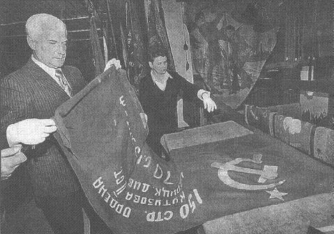 «Знамя Победы» в запасниках музея. 60-е годы.