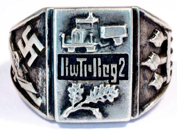 Перстень транспортной бригады Национал-социалистического механизированного корпуса (NSKK) изготовлен из серебра 835-й с применением чернения на щитке.