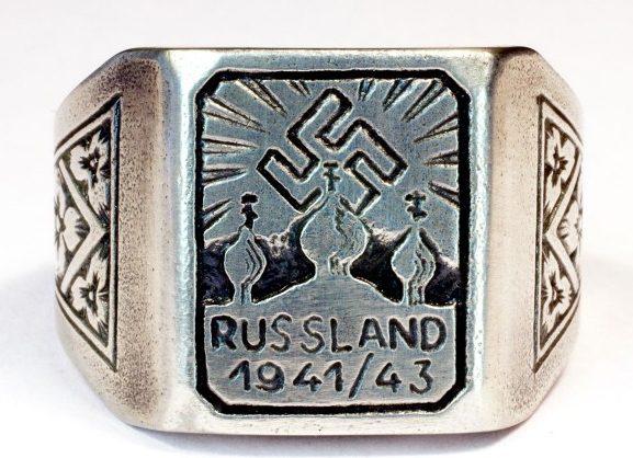 Памятный перстень участника русской кампании в 1941-1943 годах. Перстень изготовлен из серебра 800-ой пробы с применением чернения.