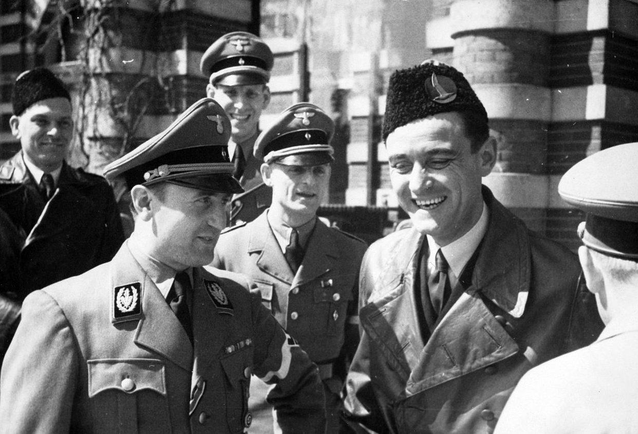 Артур Аксман с лидерами молодежного движения. 1942 г.