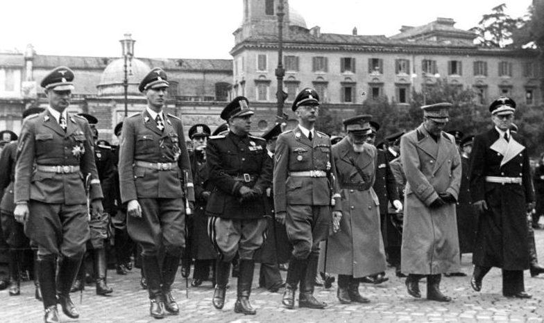 Рейнгард Гейдрих в составе немецкой делегации в Италии. Рим. 1940 г.