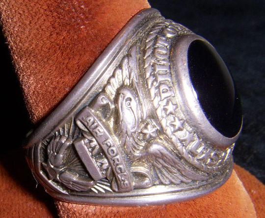 Кольца военнослужащих ВВС, изготовленные из серебра.
