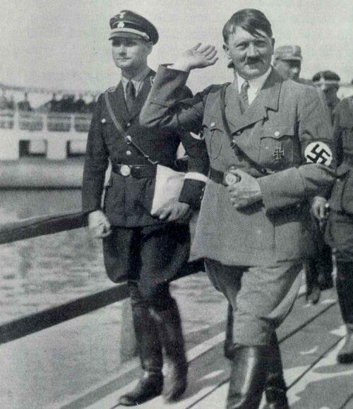 Рудольф Гесс и Адольф Гитлер. 1937 г.