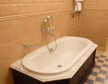 Одна из ванных комнат.