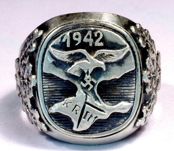 Памятный перстень участников Крымской кампании в 1942 г. Перстень изготовлен из серебра 800-ой пробы с применением чернения.