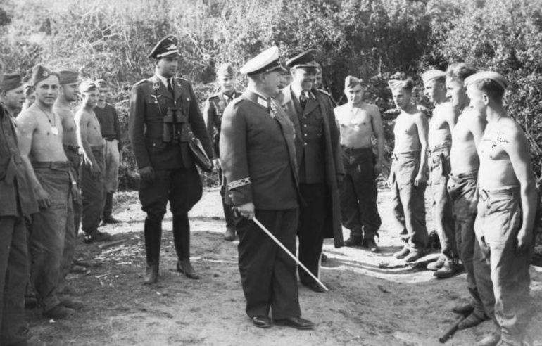Герман Геринг и Альберт Кессельринг войска осматриваю войска. 1940 г.