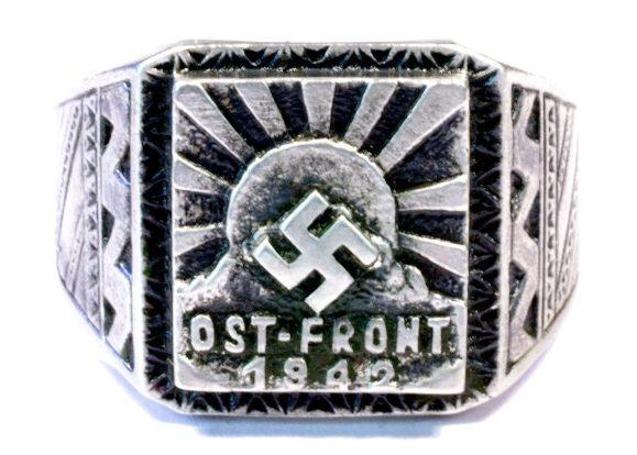 Памятный перстень участника Восточного фронта в 1942 году. Перстень изготовлен из серебра 835-ой пробы с применением чернения.