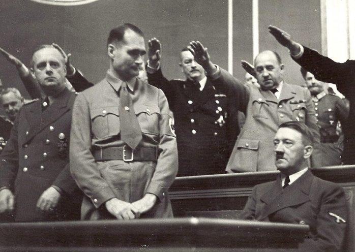 Рудольф Гесс и Адольф Гитлер. 1938 г.