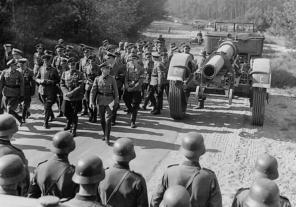 Артур Аксман в артиллерийском училище в Йютербоге. 1943 г.