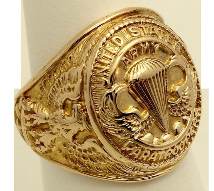 Золотое кольцо военнослужащего воздушно-десантных войск.